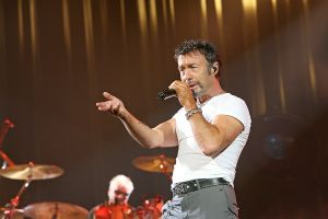 Queen w Paul Rodgers at the Coliseum Apr13-06 170.jpg