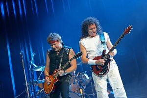 Queen w Paul Rodgers at the Coliseum Apr13-06 200.jpg