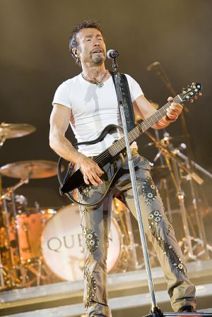 Queen w Paul Rodgers at the Coliseum Apr13-06 249.jpg