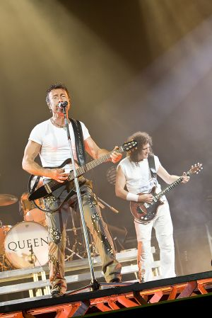 Queen w Paul Rodgers at the Coliseum Apr13-06 264.jpg