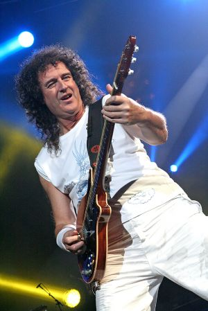 Queen w Paul Rodgers at the Coliseum Apr13-06 362.jpg